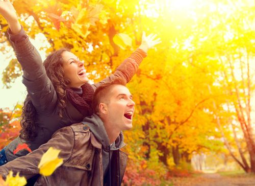 Couple-in-Autumn-Park-Fall