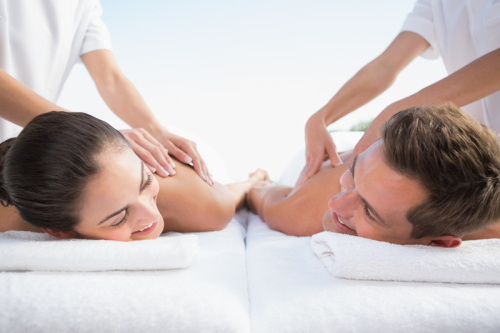 Couple-enjoying-couples-massage-at-spa