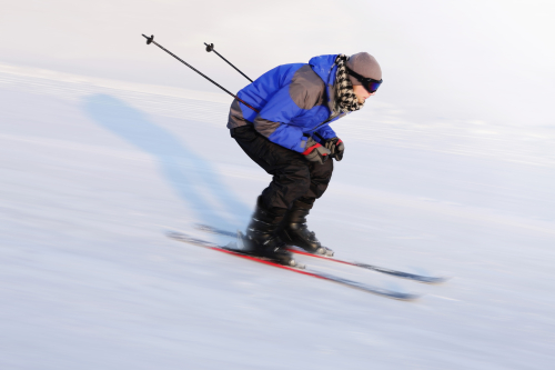 Man-skiing-on-winter-day