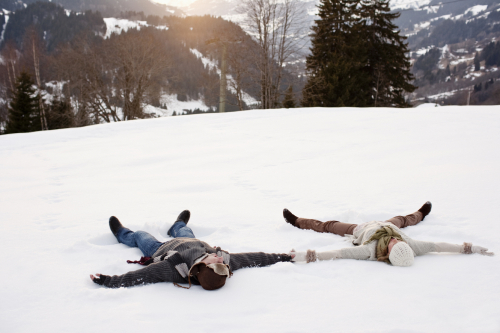 Couple-making-snow-angels